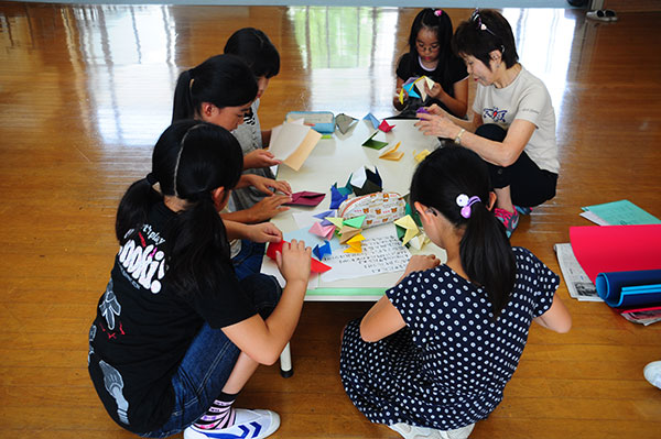 16.We practice making kusudama!